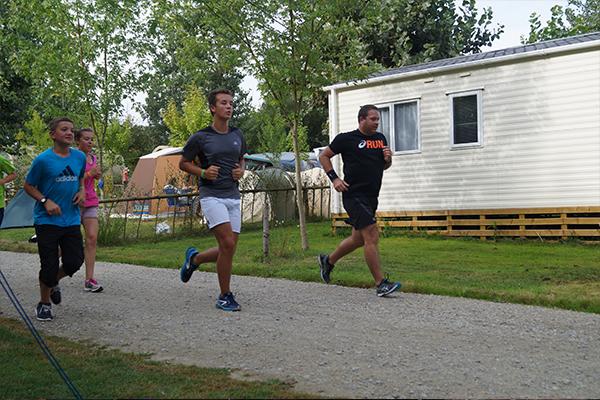 Camping Avec Parc Aquatique Couvert Activite Jogging Campilo