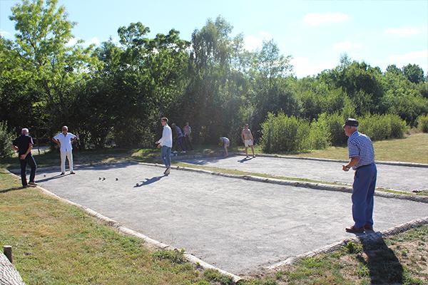 Camping Avec Parc Aquatique Couvert Activite Petanque Campilo