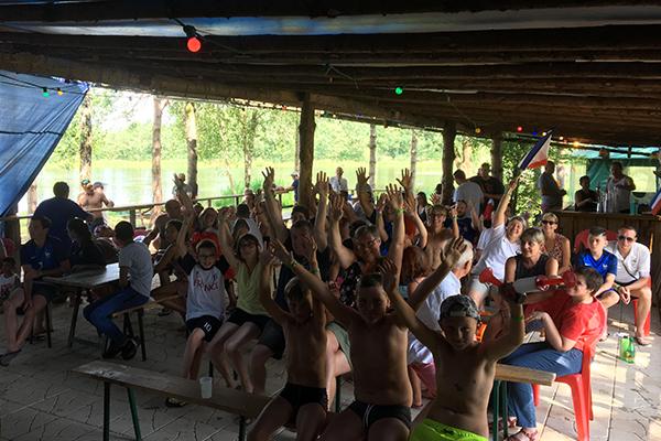 Camping Avec Parc Aquatique Couvert Activite Soiree Foot Campilo