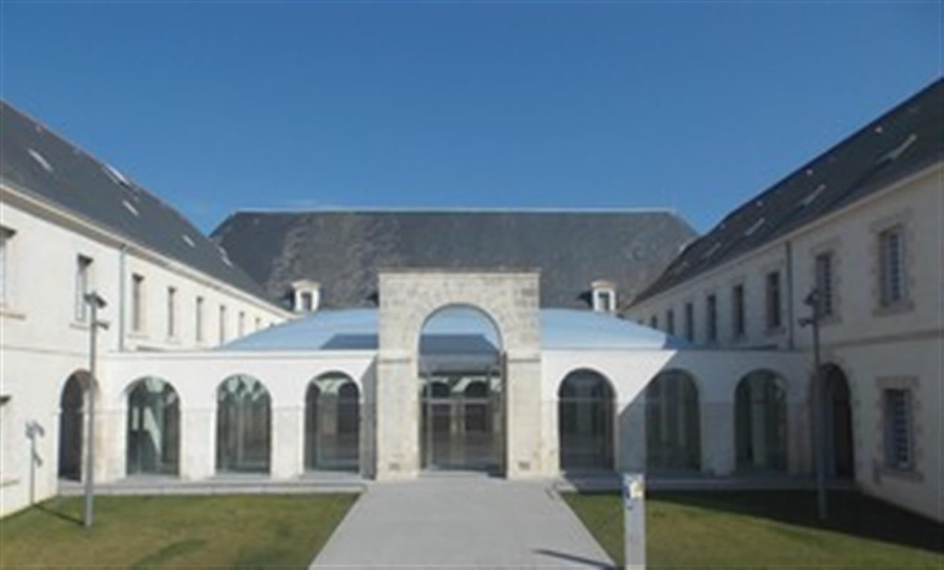 Musee Abbaye Ste Croix Visiter La Vendee Campilo